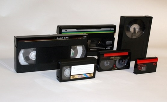 FOTO W Emden digitalisieren überspielen video VHS VHS C Video8 Video 8 Mini DV MiniDV Betamax Video2000 Schallplatte Dias